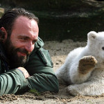 Knut, il dolce orsetto dello zoo di Berlino [Video]